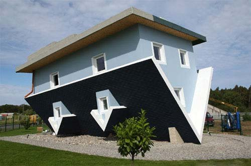 Дом кверх тормашками