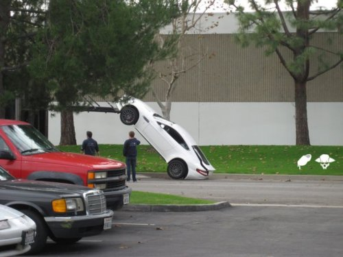 Авария Aston Martin
