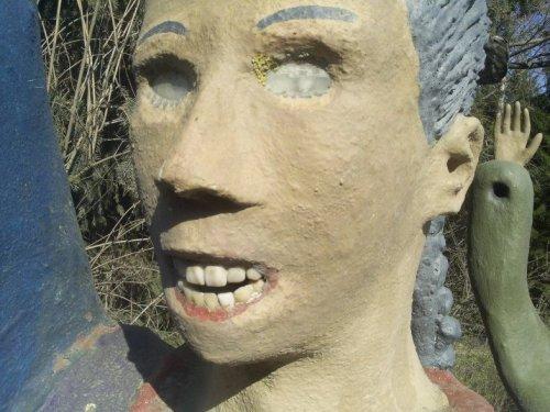 Финские скульптры с зубами