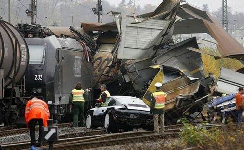 Авария поезда, перевозившего Porsche
